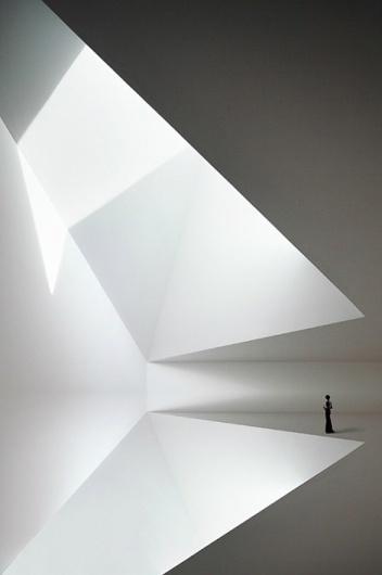 radel_brunecky.jpg 470 × 707 Pixel #person #white #room