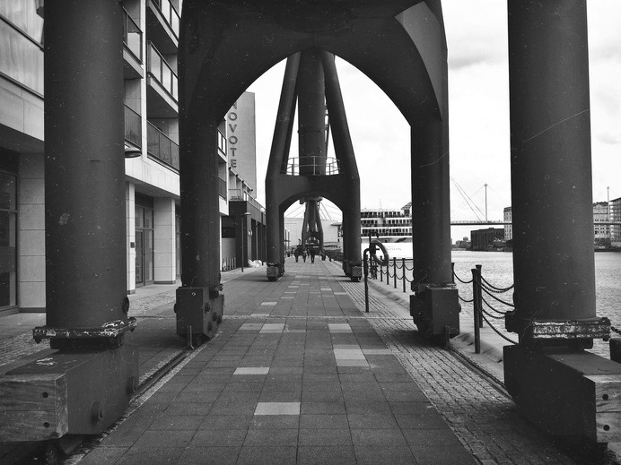 London royal docks | Flickr - david walby #white #london #& #black #walby #iphone #photography #david #dock