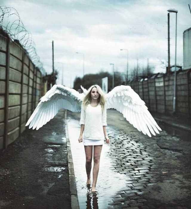 Surreal Photography by Rosie Hardy #inspiration #surreal #photography