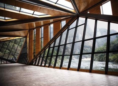 Dezeen » Blog Archive » Tianmen Mountain Restaurant by Liu Chongxiao #glass #river #mountain #architecture