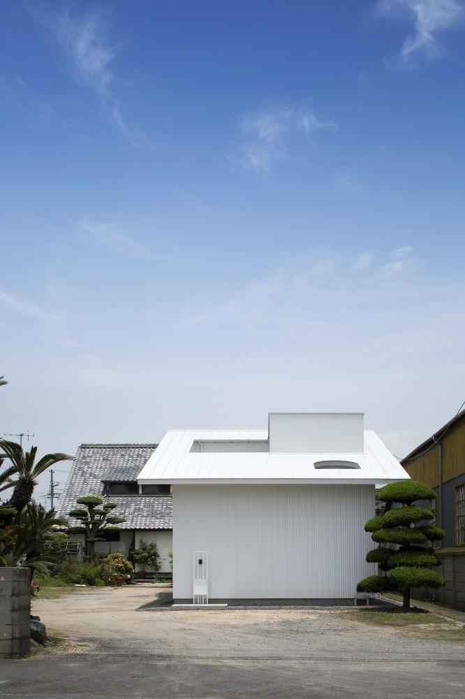 Courtyard of Kudamatsu by Container Design #minimalist #architecture #house #minimalism