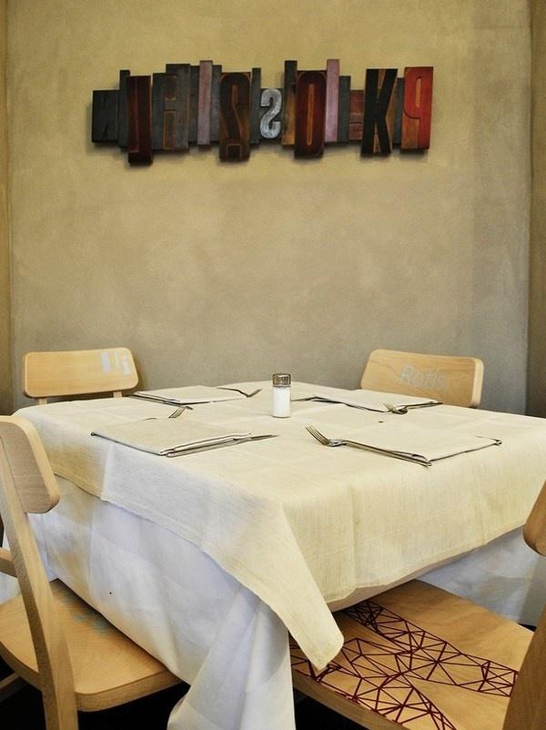 Artistic wall decor in Pizzeria #artistic #pizzeria #decor #restaurant #art #pizza #decoration