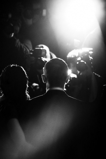 Daniel-Craig-and-Satsuki-Mitchell-from-Behind.jpg 534×800 pixels #photography #white #black #and