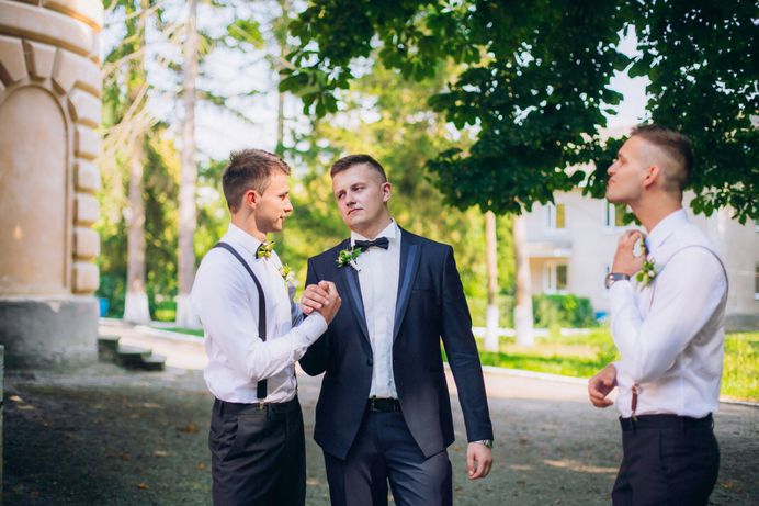 Stumble The couple and guests always look forward to the best man speech at weddings, so it is necessary the introduction is funny, appropriate and captures the audience.