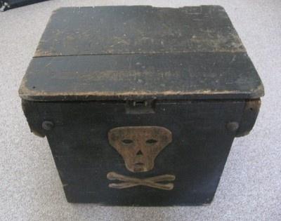 Folk-Primitive-Vintage-Art-Objects / 19th Century Skull & Crossbones Wooden Box #skull #primitive #box
