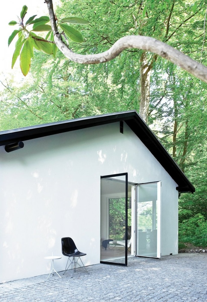 Shady patio. Forest House by Norm Architects. © Jonas Bjerre-Poulsen. #patio