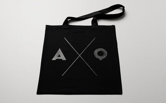 Graphic-ExchanGE - a selection of graphic projects #bag #black