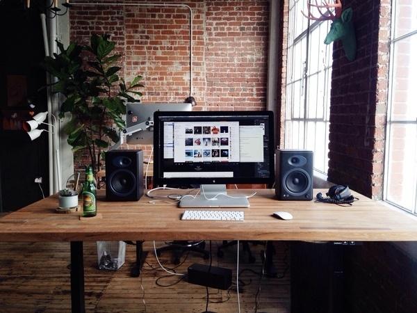 Luke Beard's Desk. #elepath #apple #workspace