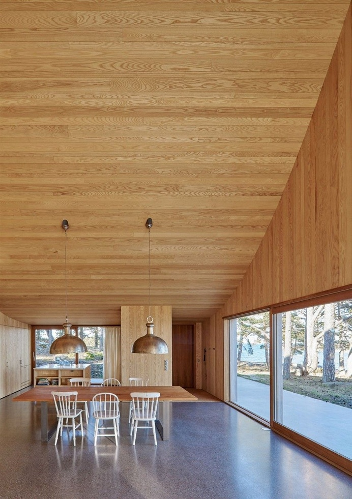 This Scandinavian Wooden House Has a Tent-Like Roof Over a Generous Interior Space 10