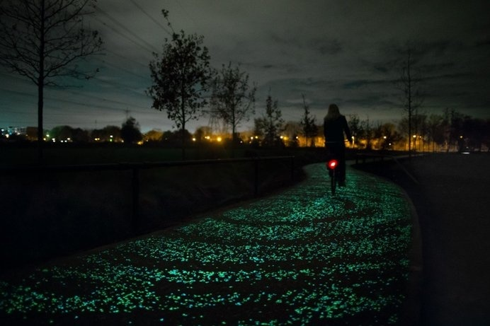 The Van Gogh-Roosegaarde Solar Bicycle Path is an innovative and artistically unique highway. #design #innovative #technology #modern