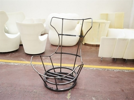 d1a303c4-7f95-4c86-af5d-046c4fe85812.jpg (690×517) #chair #factory #piano #renzo
