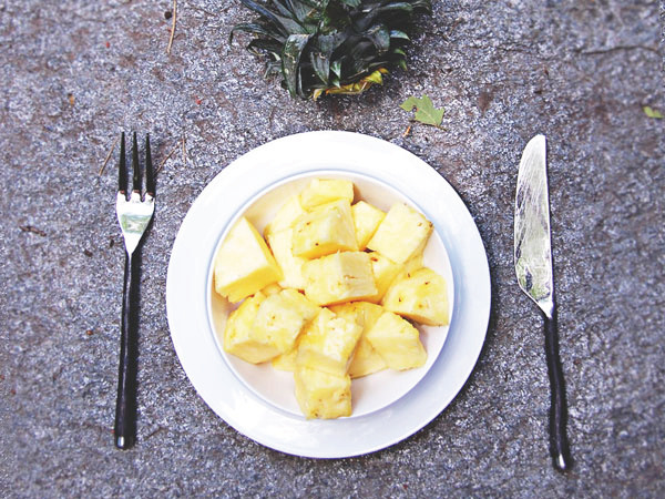 West End Girl Blog   BLOG   Designer of all things lovely #plate #setting #place #earth #hippie #pineapple #table #fork