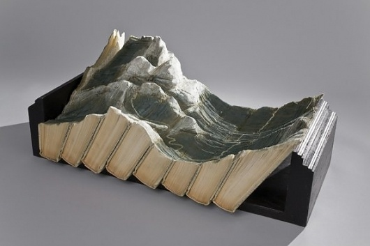 Book sculptures - Wall to Watch #oriental #sculpture #paper #book