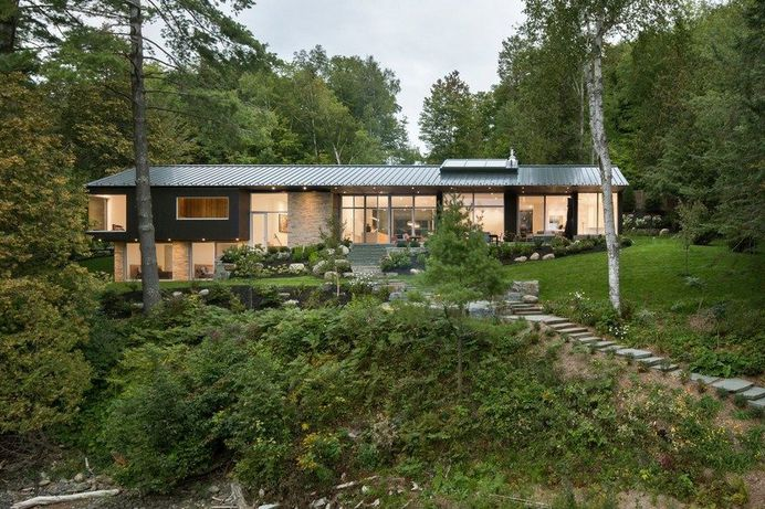 Slender House: Contemporary Reinterpretation of the Bungalow of the 1960s