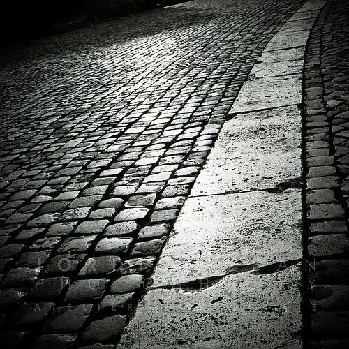 Way towards me | Flickr: Intercambio de fotos #white #black #minimalism #street #photography #and