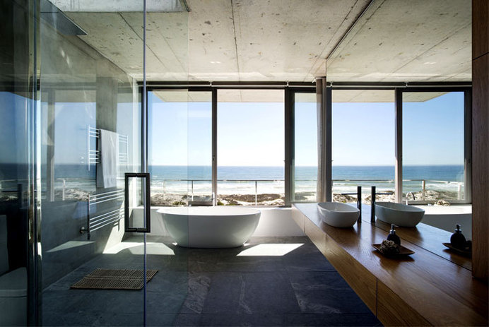 Sophisticated and Elegant Pearl Bay Residence sea beach villa interior #interior #bath #design #bathroom