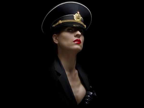SEXY_POLICE_WOMAN_Wallpaper_JxHy.jpg (1024×768) #red #woman #police #portrait #minimal #dark #lipstick