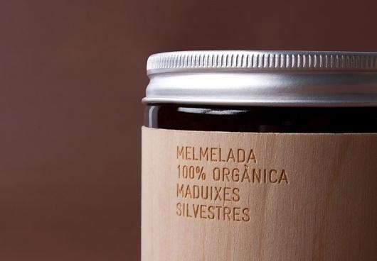 Packaging design for Spanish organic produce maker Mamabrown. Palamós, Girona 2008