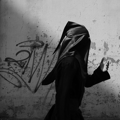 JUST_MONK3Y #white #black #wall #and #veil