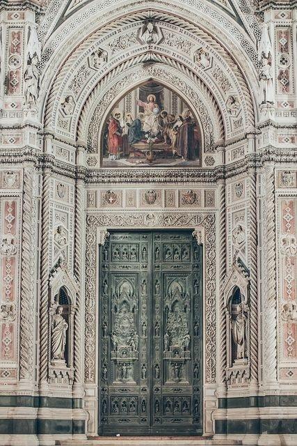 Door in Florence, It amazing architecture design