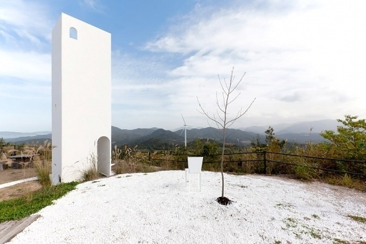 shingo masuda+katsuhisa otsubo + yuta shimada: little hilltop with wind view #architecture #white #tower