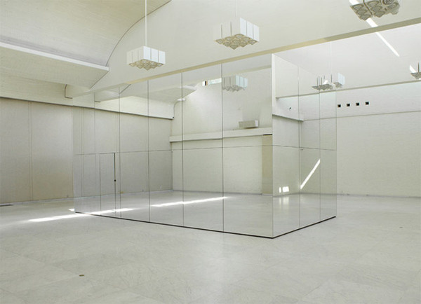 Swing to Infinity Inside Thilo Franks Mirrored Room