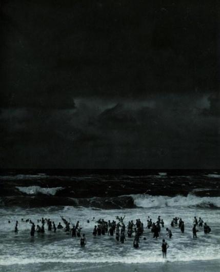 tumblr_lcctzmZBmA1qzrblzo1_500.jpg (500×617) #night #ocean #dark #people