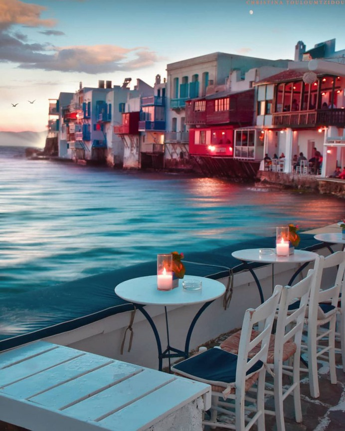 Stunning Street Photography in Greece by Christina Touloumtzidou