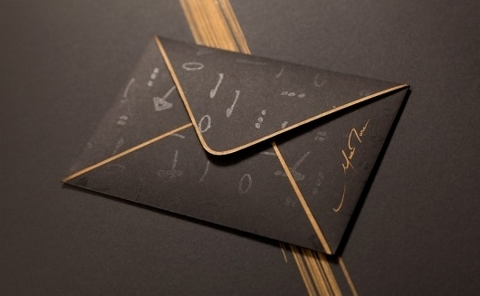 Artisme | Murmure – Agence Créative #gold #envelope #black