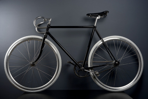 oldtimer Favorit redesigned & fixed by Matej Kukučka   In The Kitchen creative #white #fixie #bicycle #fixed #in #matej #black #the #gear #kukucka #kitchen #slovakia #favorit