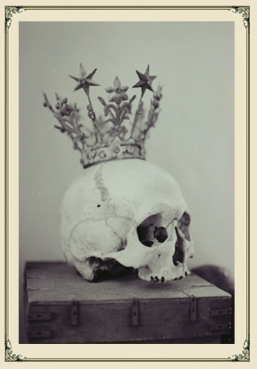 skull.jpg (400×573) #crown #skull #sculpture