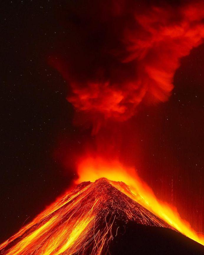 Luis Solano Pochet Captures Amazing Photos of Volcán de Fuego, An Active Stratovolcano in Guatemala