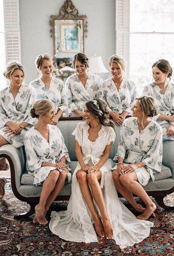 All cute smile and look at the camera. But why not make the bridesmaids photos more original and alive? We offer you some ideas on how to diversify your wedding photo session.