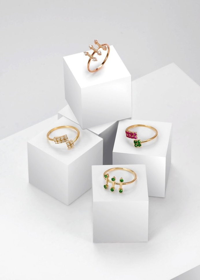 Fine jewellery rings by SMITH/GREY #ring #jewellers #jewelry #rings #finejewellery #gemstones #gold #cubes #setup #artdirection #fashion