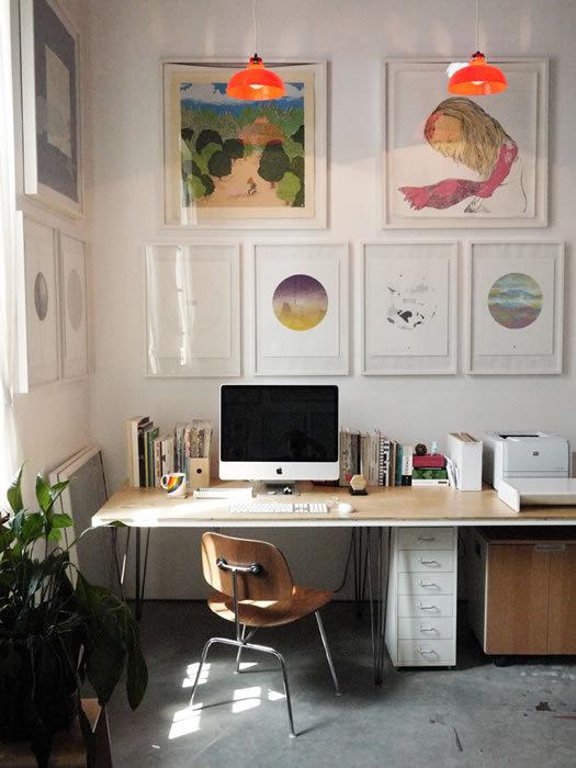 Beautiful and Inspiring Workstations / circle watercolor print #interior #desktop #workspace