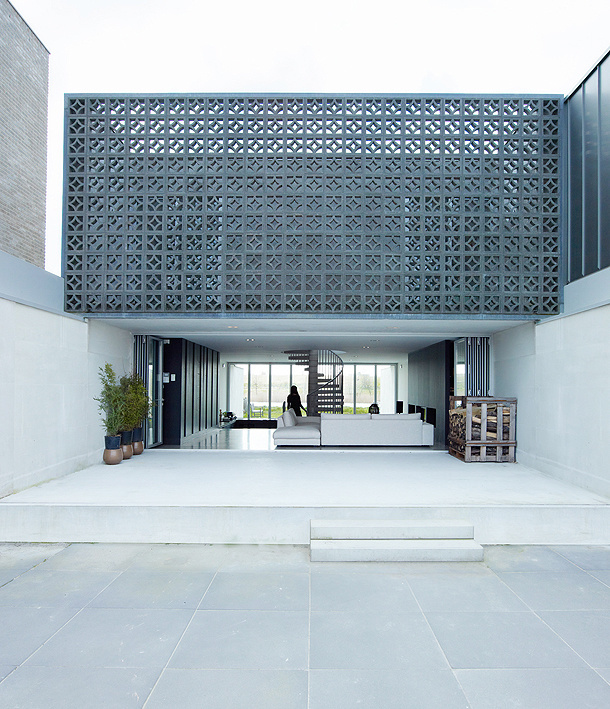 A Home In Communion With Outer Space, By VMX Architects