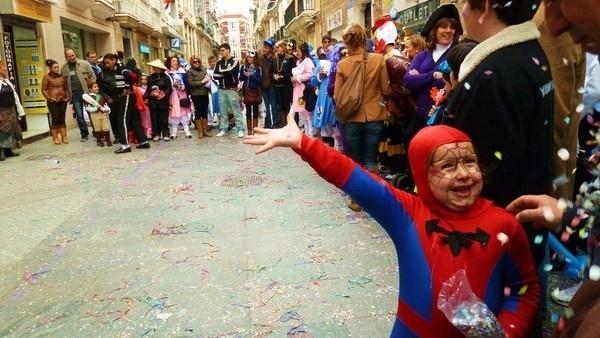 Cadizzle 2011 on Behance #spain #celebration #kid #child #cadiz #confetti
