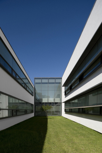 Barreiro College of Technology in Portugal by ARX Portugal Arquitectos #minimal #geometric