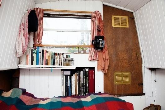 » Retts Wood in her houseboat in London ~ Blog #inteerior