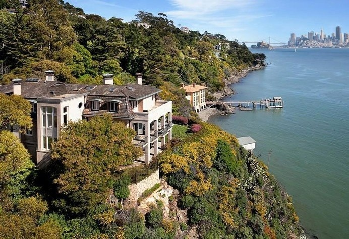 Waterfront Luxury Home Opening Up Towards the San Francisco Skyline #architecture #luxury #waterfront