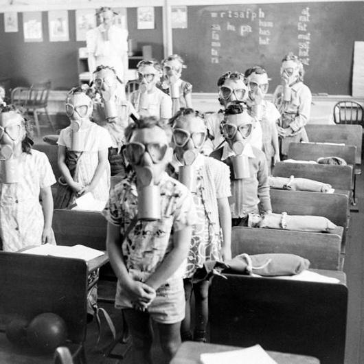 tumblr_m3pnukdSbl1qazgtvo1_1280.jpg 990×990 pixels #children #mask #gas