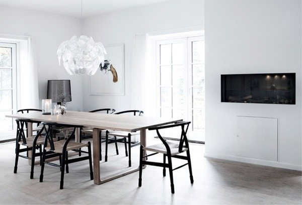 (via SARA) #interior #white #black #clean #floor #minimal #grey
