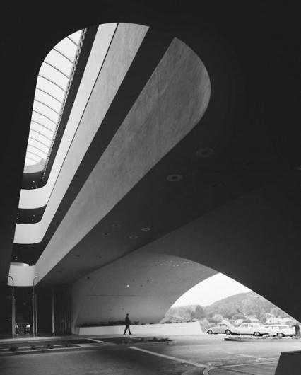 Ju est fou - Photography byAlexander Rodchenko.#architecture #shape #light