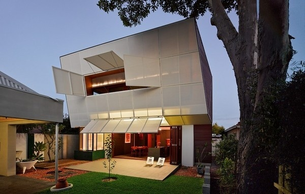 Complex Residence Encouraging Family Interaction: Casa 31_4 Room House #architecture