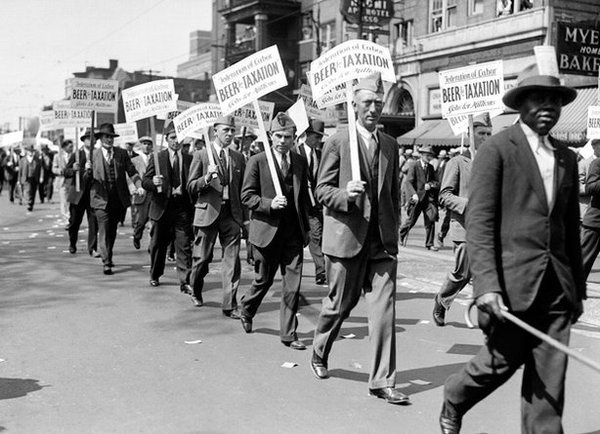 """The Great Depression struck the final blow against Prohibition. Here, marchers in Detroit bear signs reading, """"Beer for Taxation, Jobs for #sign #beer #vintage #prohibition"""