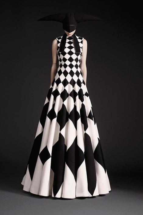 Varia — Design & photography related inspiration #model #white #black #fashion #dress #trend
