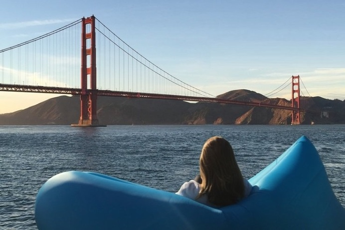 """The KozÄ"""" inflatable #chair provides comfort anywhere you go. Pull it out, give it a wave, and you have a chair wherever you are. #productde"""