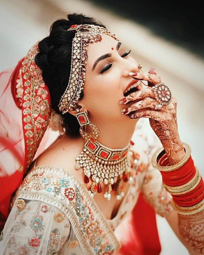 Gorgeous Solo Bride Poses for Your Wedding: Charm up, level up The Oomph Factor