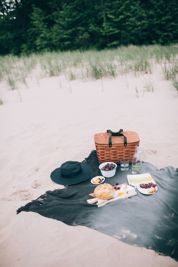 a sunny afternoon picnic basket // smitten studio #nic #beach #food #photography #picnic #pic