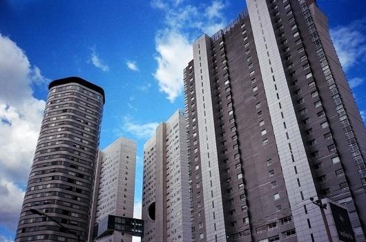 Building.jpg (JPEG Image, 902x598 pixels) #bryanteslava #mexicocity #photography #film #net #etiamvita